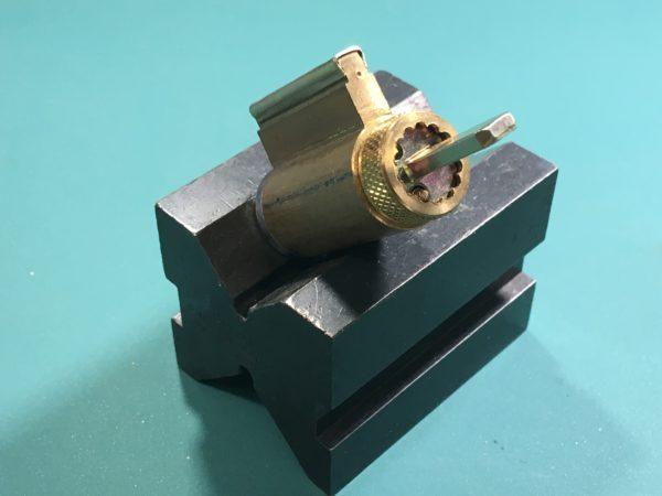 Tailpiece orientation on a key-in-knob cylinder.